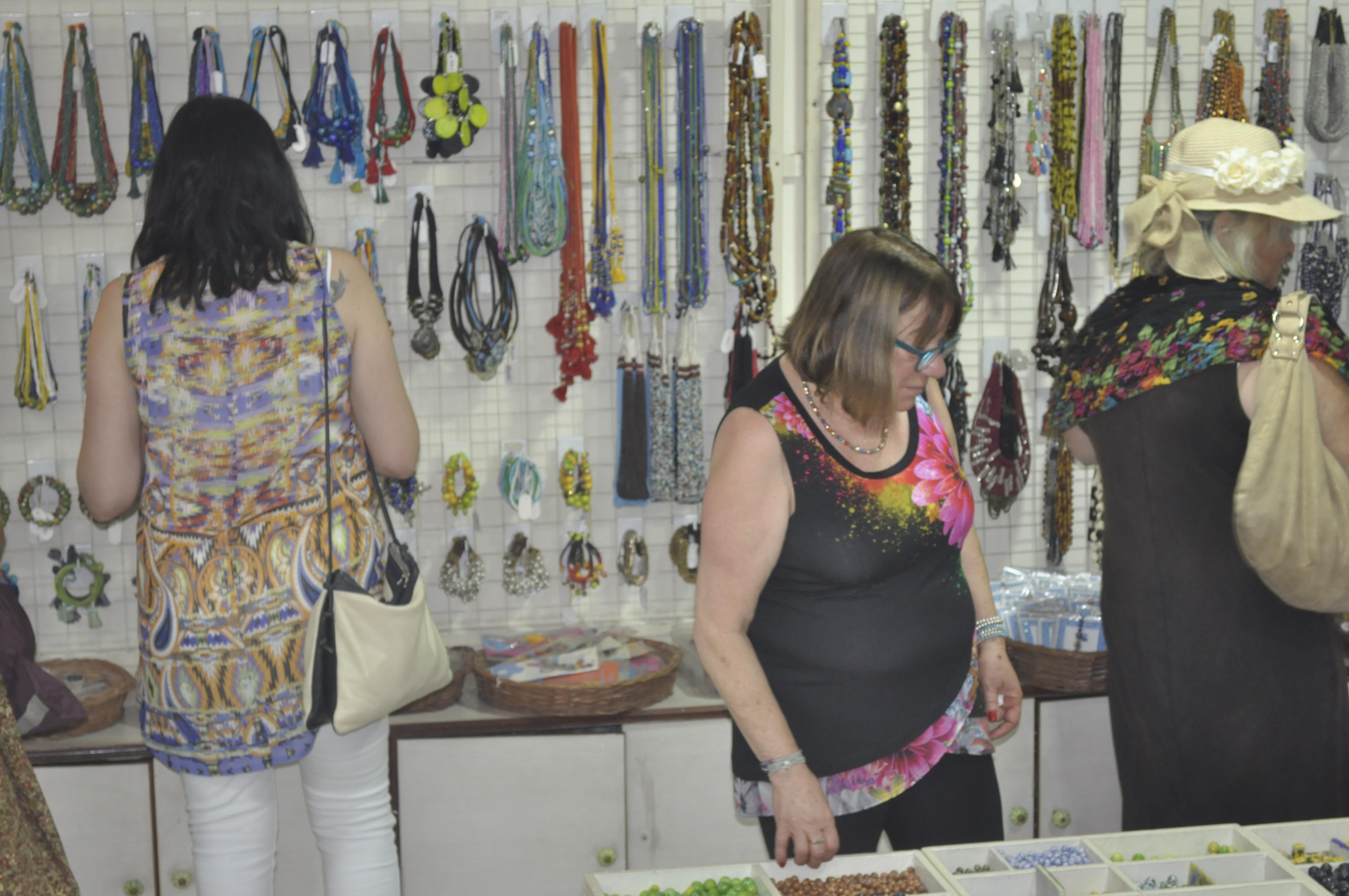 Israel ladies shopping at showroom