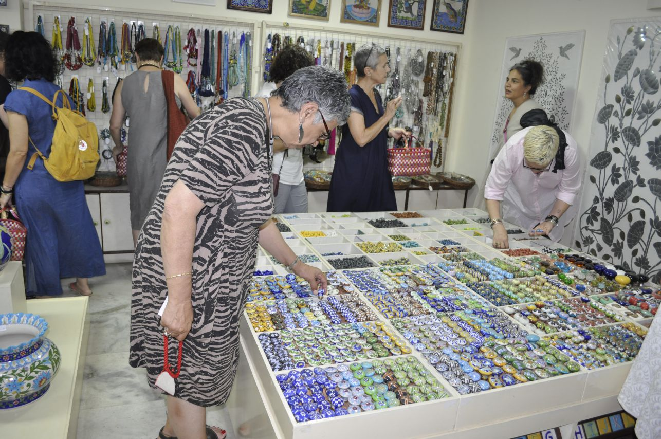 Group shopping at Neerja blue pottery showroom