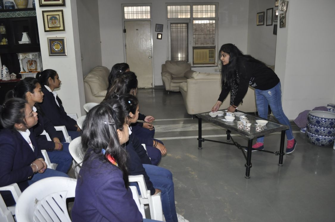Neerja Team explaining students how blue pottery product is made