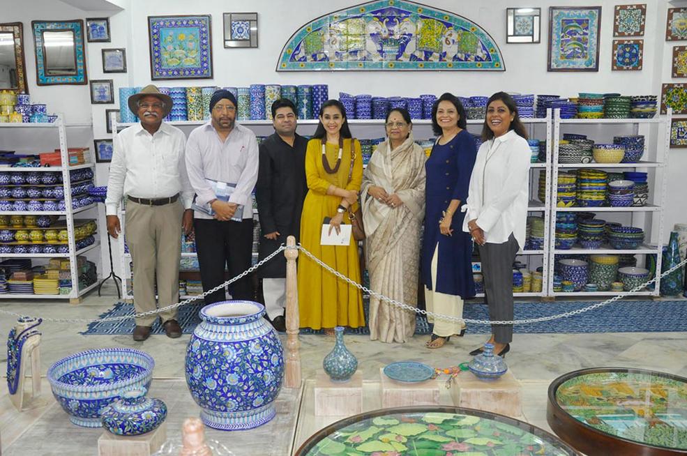 Neerja International Inc Leela Bordia Nupur Bodia Kamal Bordia Apurv Bordia 40 Inch Blue Pottery Plate01
