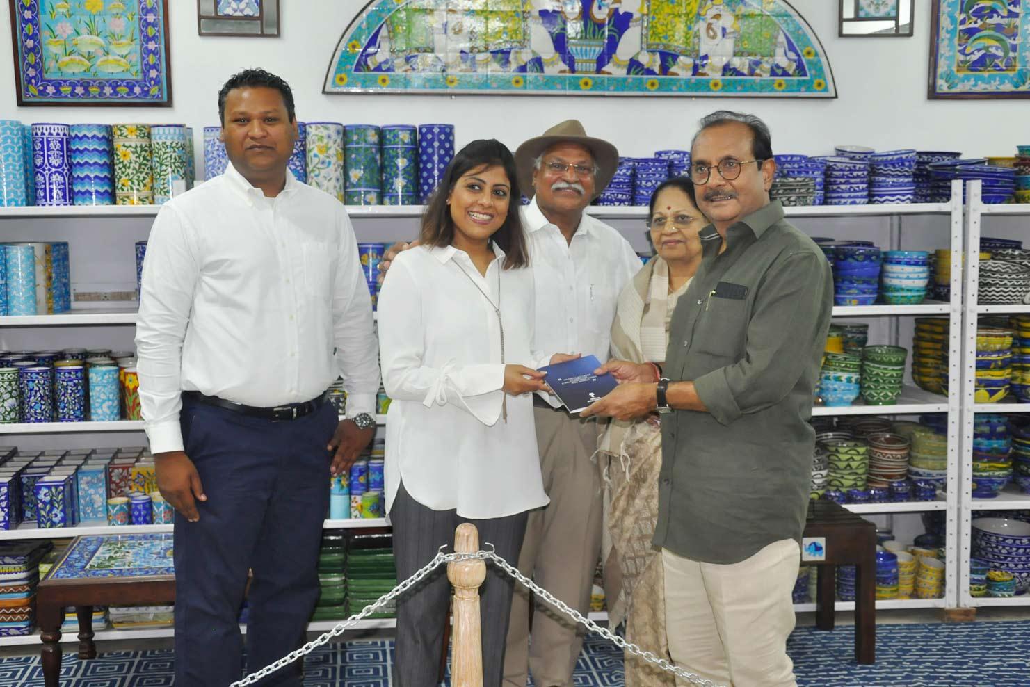 Neerja International Inc Leela Bordia Nupur Bodia Kamal Bordia Apurv Bordia 40 Inch Blue Pottery Plate02