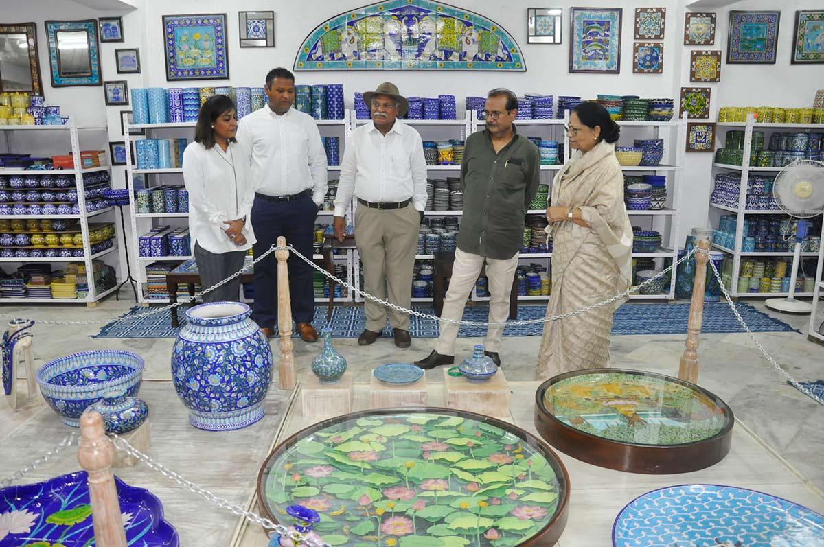 Neerja International Inc Leela Bordia Nupur Bodia Kamal Bordia Apurv Bordia 40 Inch Blue Pottery Plate06