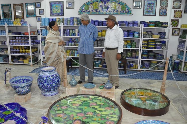 Neerja International Inc Leela Bordia Nupur Bodia Kamal Bordia Apurv Bordia 40 Inch Blue Pottery Plate07
