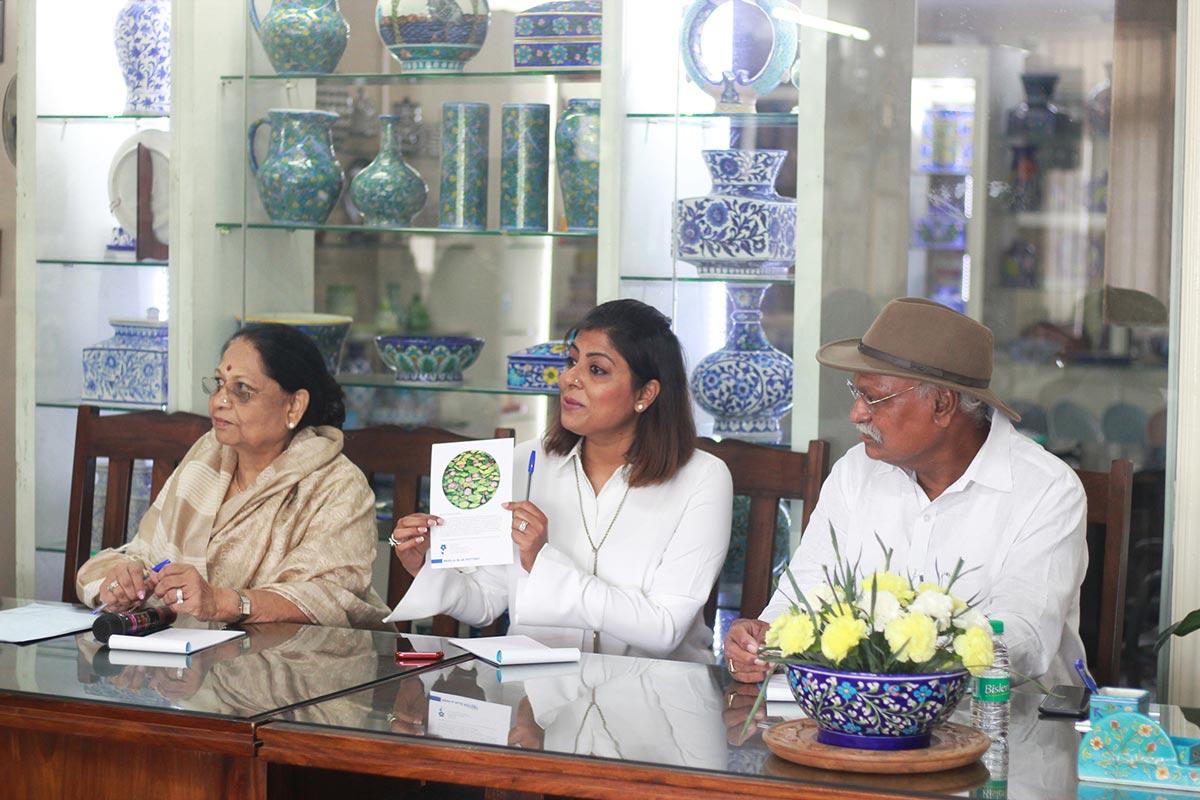 Neerja International Inc Leela Bordia Nupur Bodia Kamal Bordia Apurv Bordia 40 Inch Blue Pottery Plate010